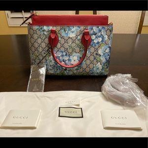 New Gucci GG Supreme Blooms Shoulder Bag Medium